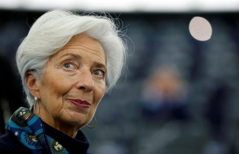© Reuters. REPRISE ÉCONOMIQUE ATTENDUE POUR MI-2021 DANS LA ZONE EURO, DIT LAGARDE