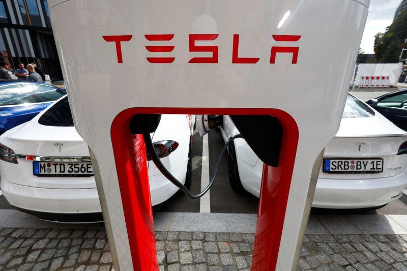 Tesla dit avoir investi 1,5 milliards de dollars dans le bitcoin, qui bondit