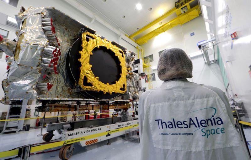 Thales Alenia Space va fournir au canadien Telesat 300 satellites