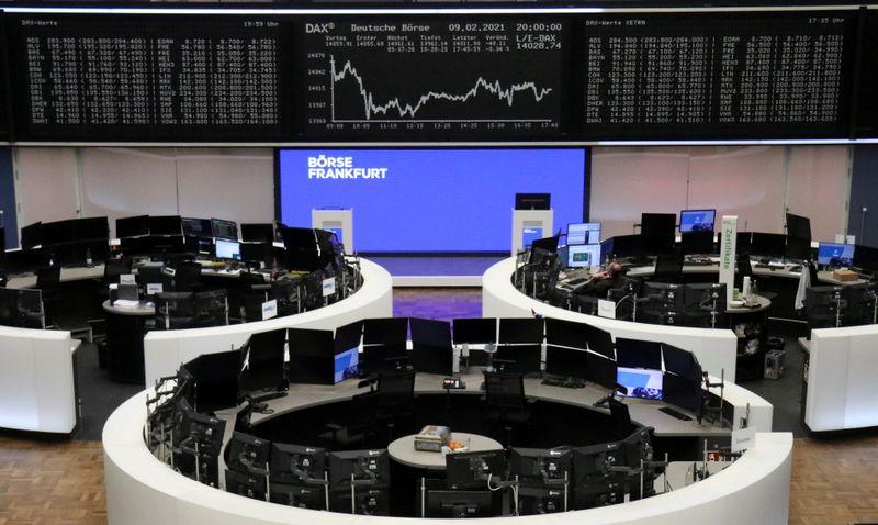 European shares head higher on upbeat earnings