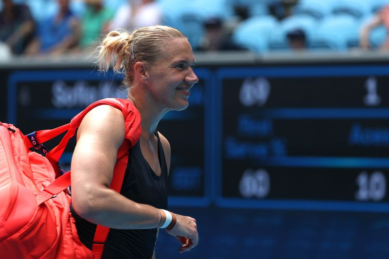 Tearful Kenin crumbles under pressure of title defence