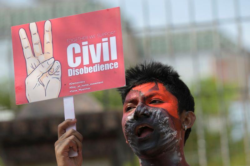 Birmanie: Trois blessés lors de rassemblements massifs contre la junte militaire