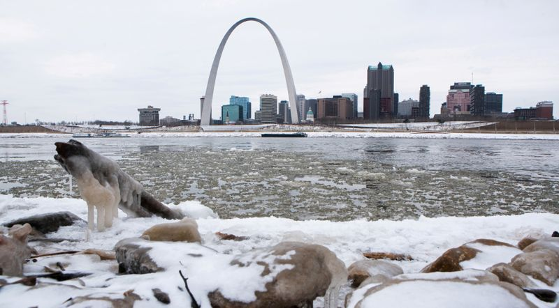Snow, freezing rain forecast for U.S. heartland on Valentine's Day weekend