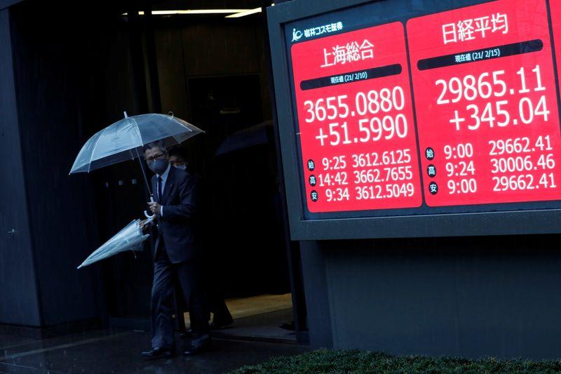 Japan stocks hit multi-decade high on economic optimism