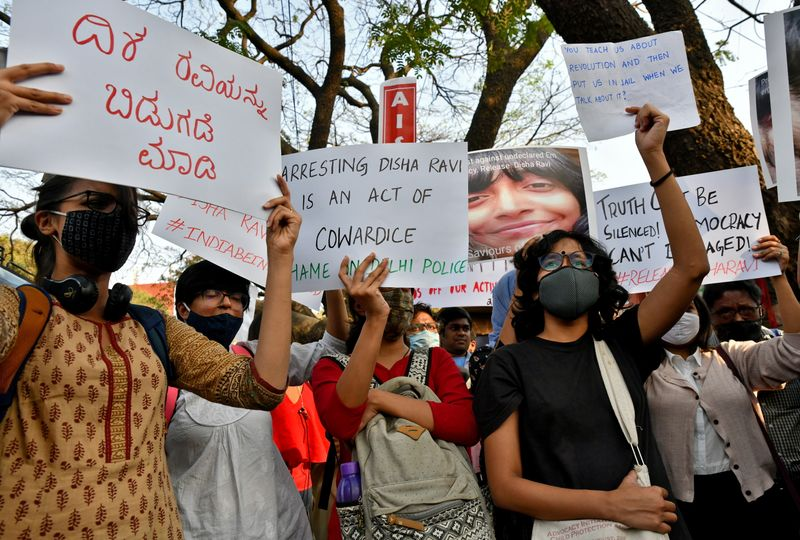 Students in Delhi protest against environmentalist's detention