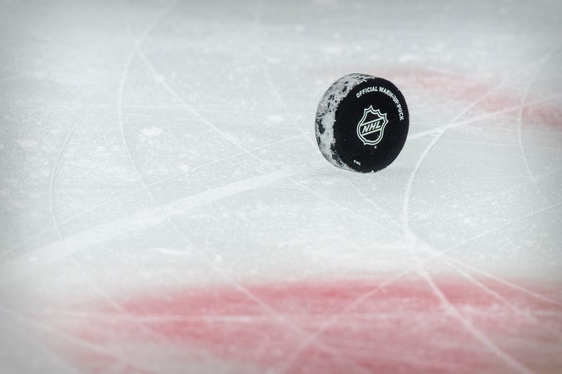 Back in the great outdoors, NHL returns to roots