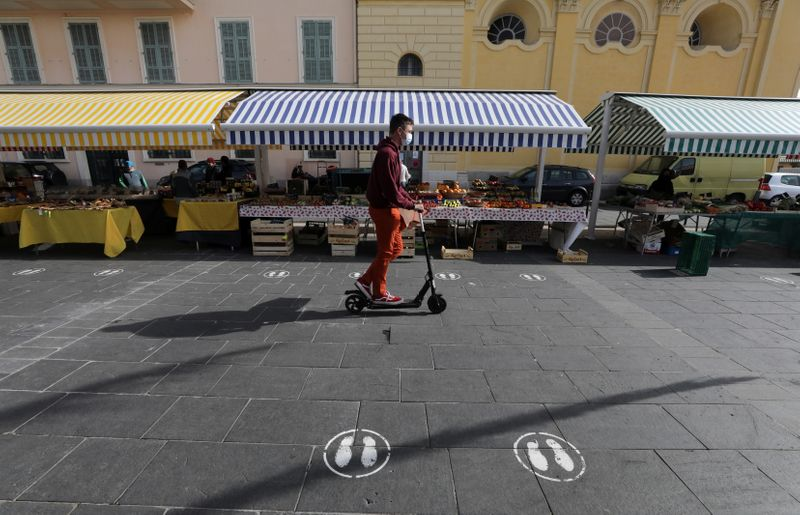 French city of Nice asks tourists to stay away amid COVID surge