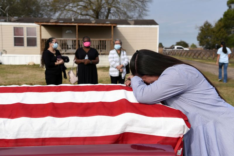 U.S. mourns half a million lives lost to coronavirus