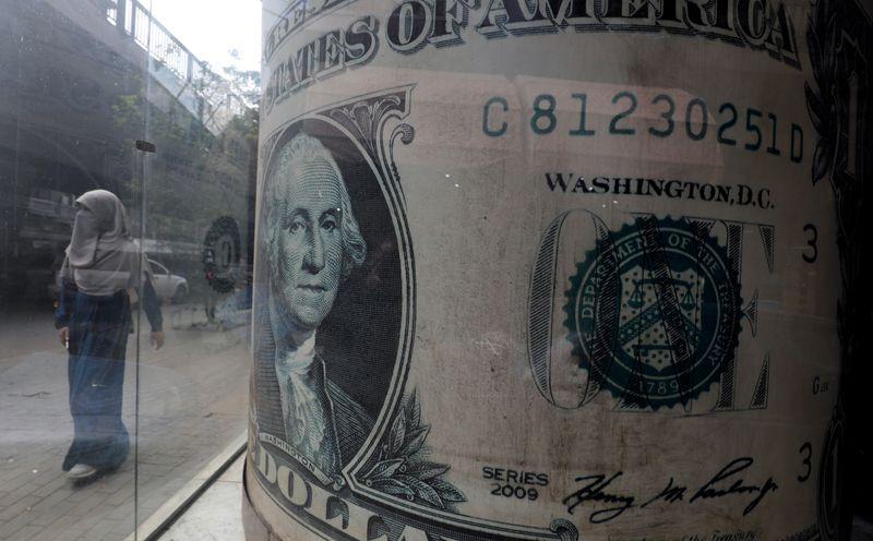 © Reuters. ドル小幅高、FRB議長の証言受け ポンド3年ぶり高値=NY外為