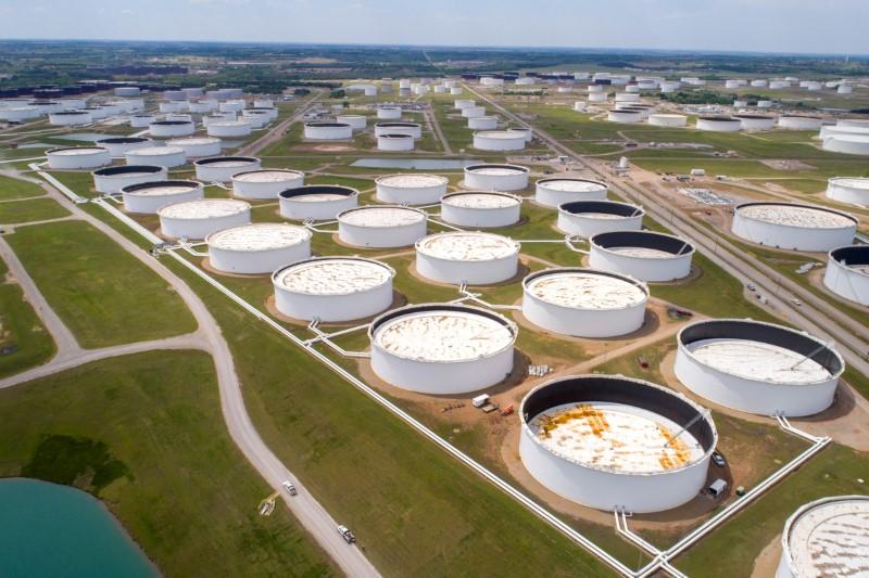 © Reuters. معهد البترول: زيادة مفاجئة في مخزونات النفط الأمريكية الأسبوع الماضي