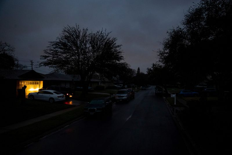 Texas lawmakers look to lay blame for deadly power blackout
