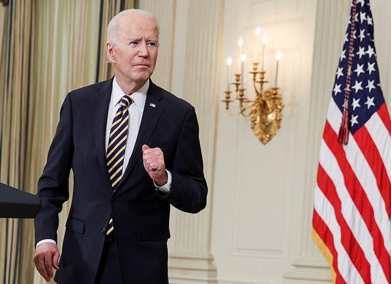 Biden persiste con el salario mínimo de 15 dólares tras el bloqueo del Senado