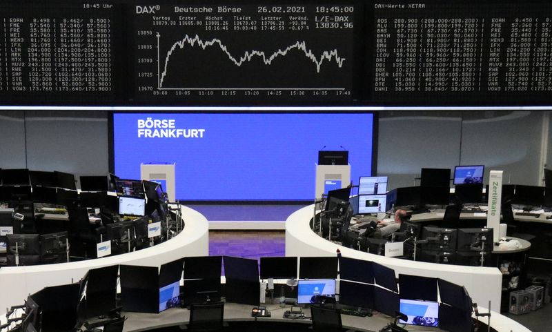 Acciones europeas caen ya que mayores retornos de bonos generan toma de ganancia en tecnológicas
