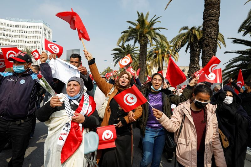 Tunisia's main party holds huge rally as government row grows