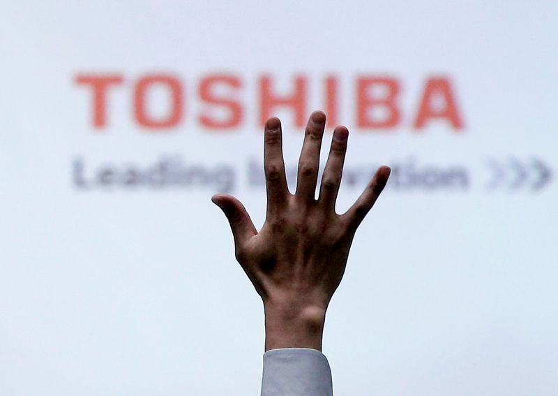Toshiba sees Mizuho join BlackRock in building 5% stake