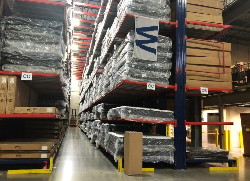 U.S. wholesale stocks rise solidly; inventories-to-sales ratio lowest in six years