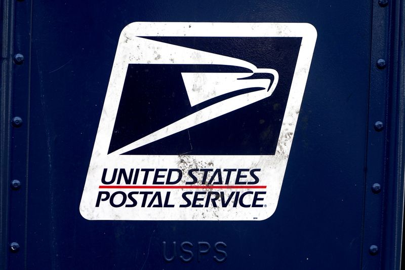 U.S. lawmakers introducing bill to give USPS $6 billion for EV delivery vehicles