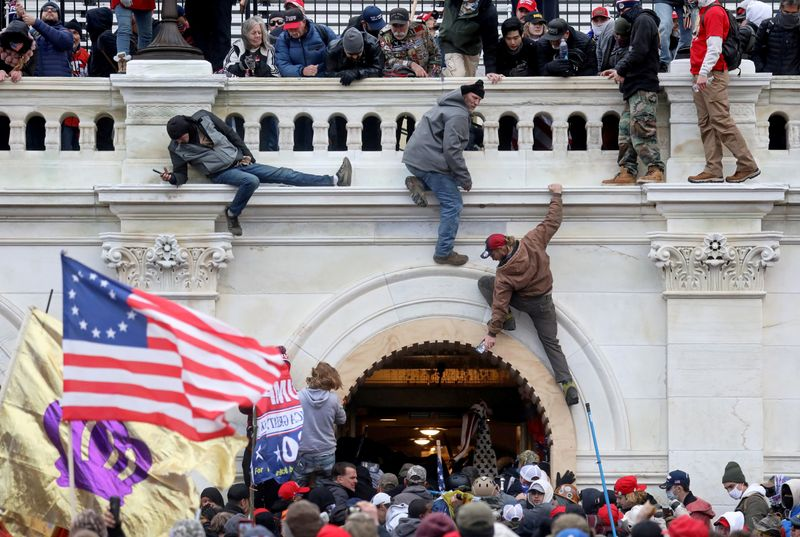 Judge rules against U.S., grants bail to Oath Keeper charged in Capitol riot
