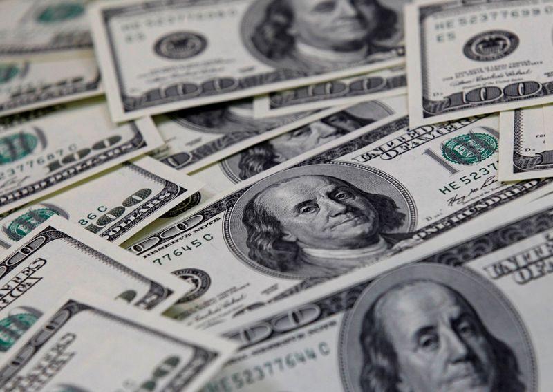 Dollar edges up as U.S. yields stabilise
