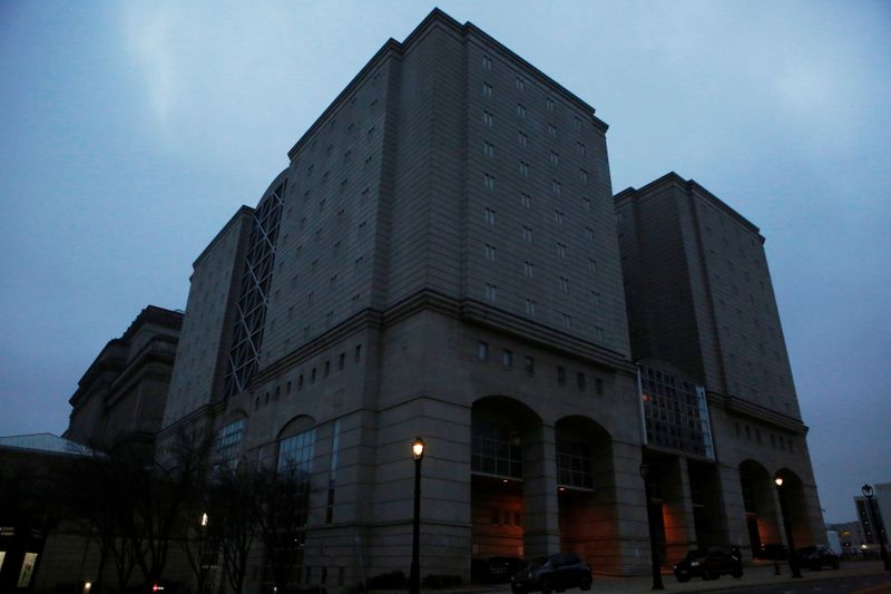 U.S. jail population plunged as COVID-19 spread, Justice Department says