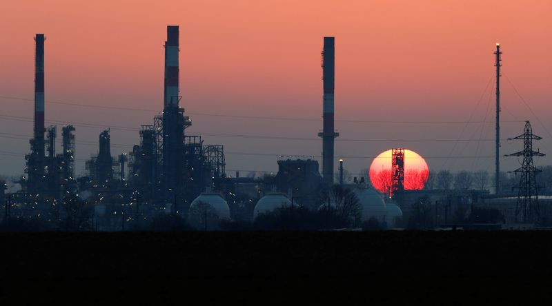 Oil prices rise on economic outlook, drawdown in fuel stocks