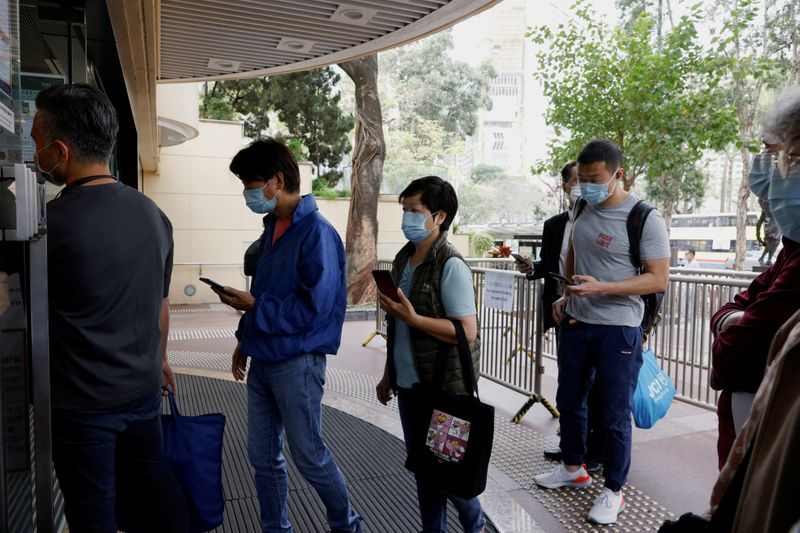 COVID cluster at gym sends hundreds into quarantine in Hong Kong