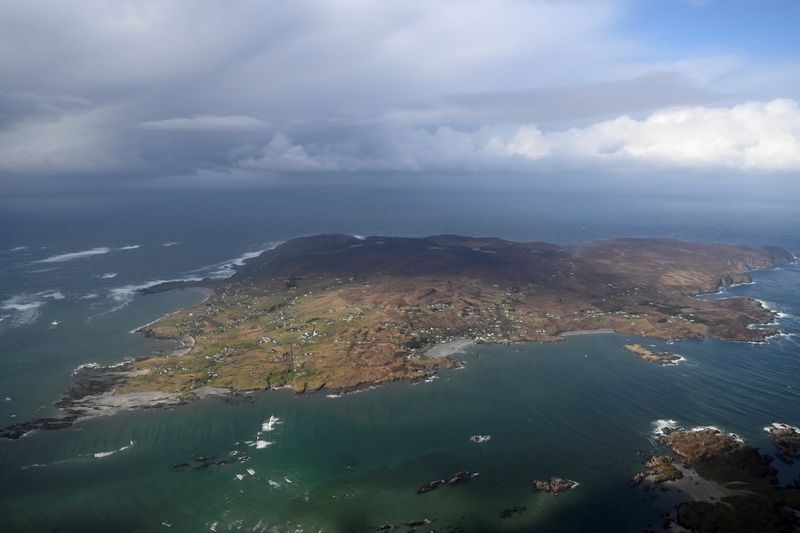 Army helicopter vaccine drop brings relief to tiny Irish island