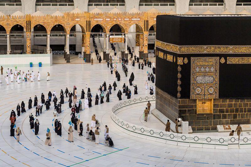 Saudi King Salman sacks haj minister in royal decrees
