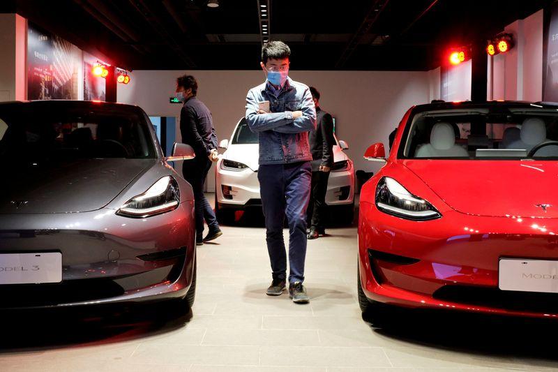 El ejército chino prohíbe vehículos de Tesla en sus complejos por las cámaras que llevan