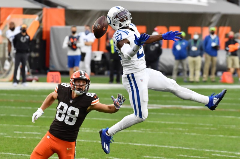 Reports: Colts re-sign Xavier Rhodes on 1-year deal