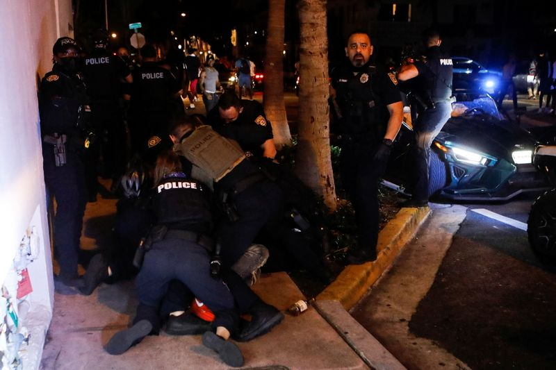 Miami Beach extends curfew, emergency powers to control spring break crowds