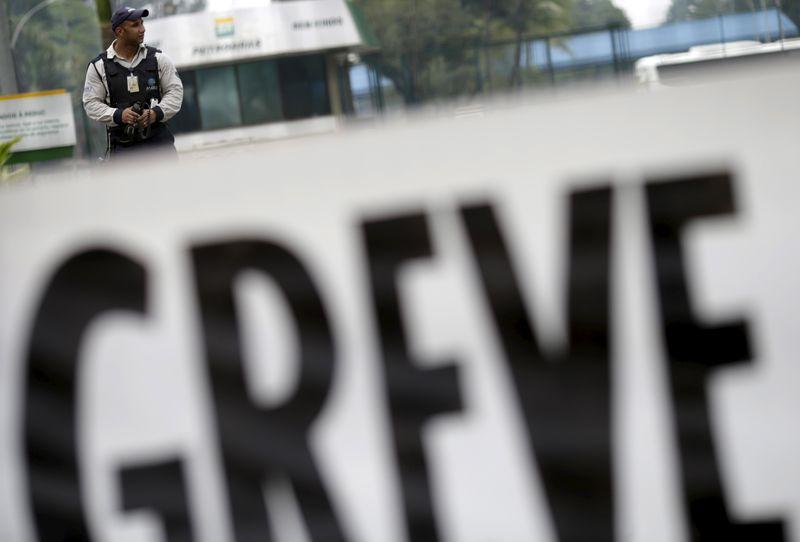 Em manutenção, refinaria da Petrobras em MG é alvo de movimento grevista