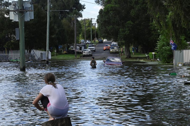 Australians begin returning home after floodwaters recede