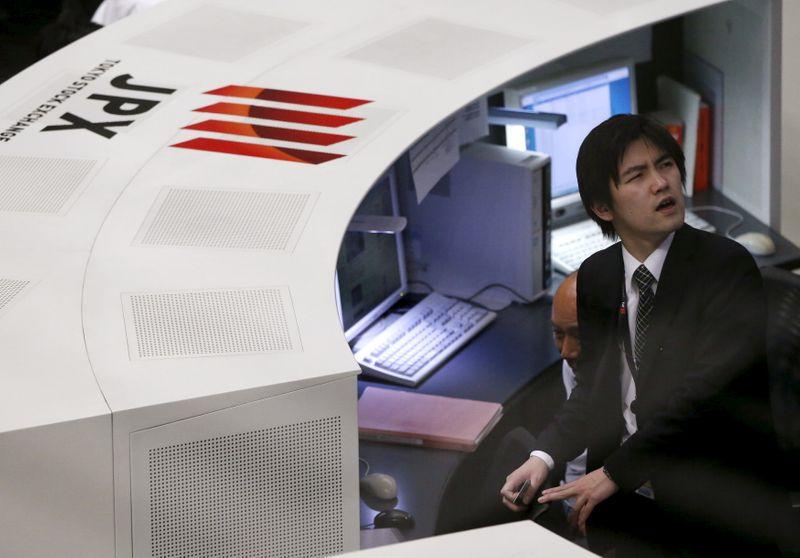 Японские акции выросли вслед за циклическими компаниями, техсектор ограничил рост
