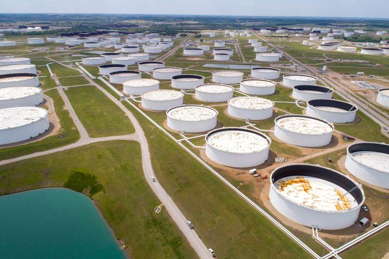 Цены на нефть восстановились на фоне опасений о блокировке Суэцкого канала