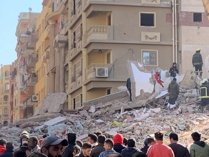 Building collapse in Cairo leaves five dead