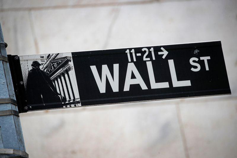 Банки тянут Уолл-стрит вниз из-за опасений в связи с дефолтом хедж-фонда