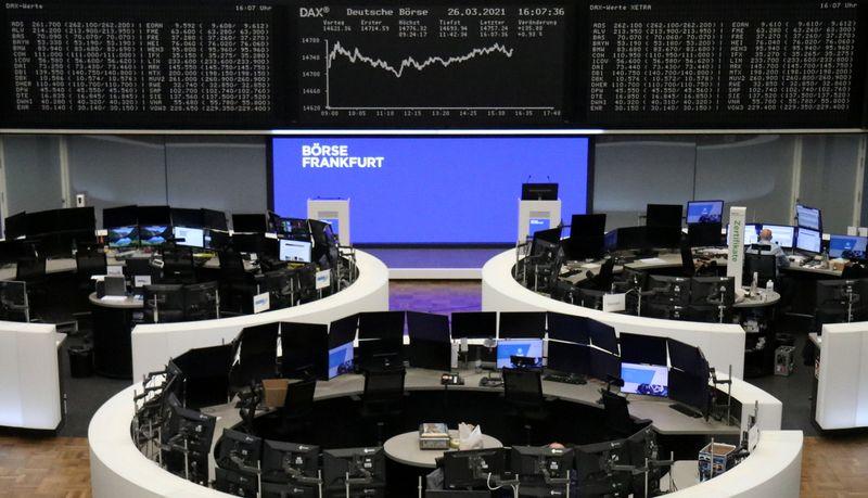 Índice acionário europeu fecha em leve alta, mas Credit Suisse despenca