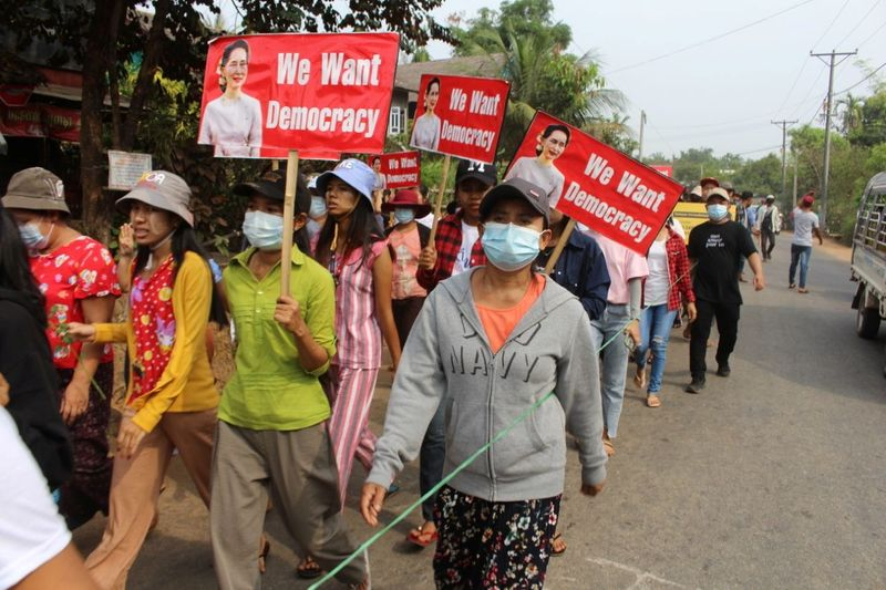 Myanmar protesters launch 'garbage strike' as death toll tops 500