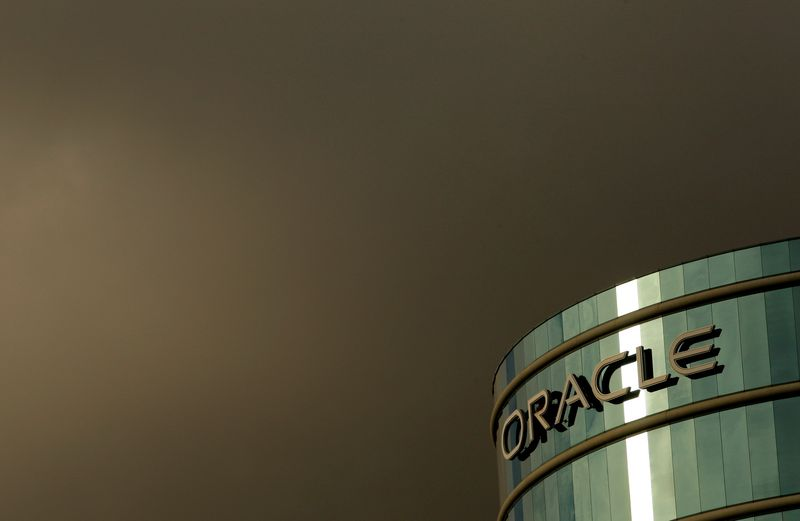 Oracle offers to move clients to cloud for free as it plays catch-up