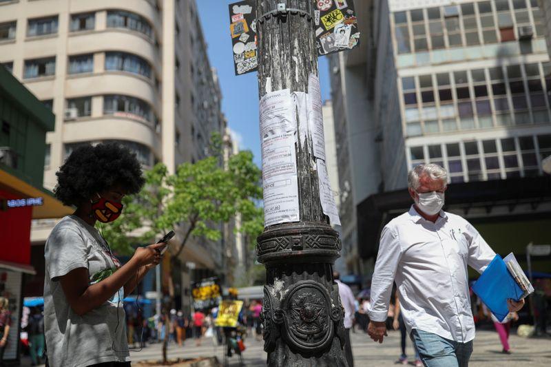 Brasil tem maior taxa de desemprego para um trimestre até janeiro; número de ocupados aumenta