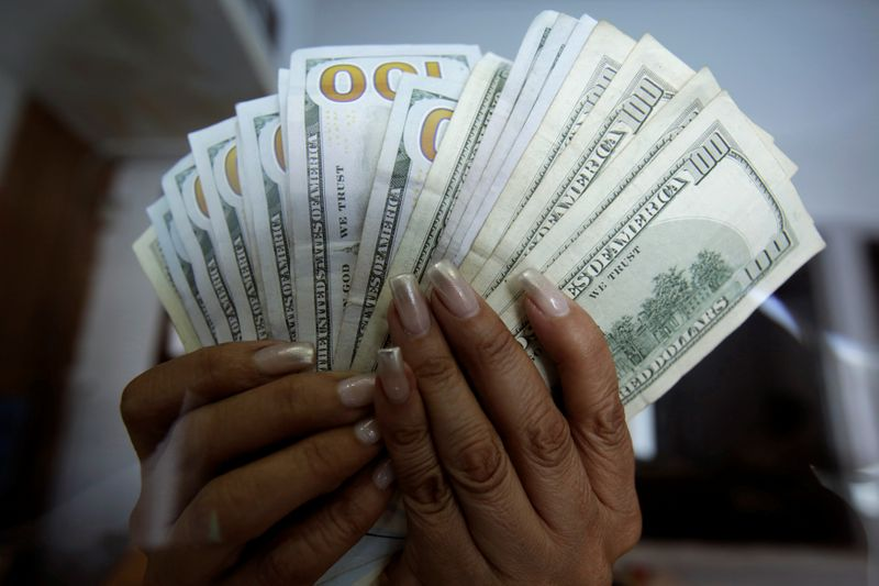 Remittances to Mexican families rise to record high for February