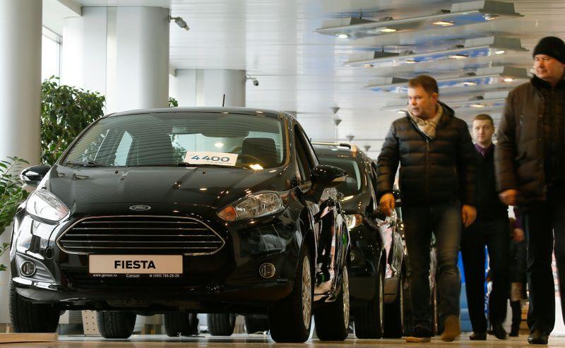 Продажи автомобилей в РФ в мар упали на 5,7% г/г
