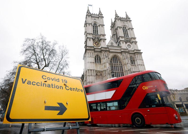 Le vaccin d'AstraZeneca recommandé pour les 30 ans et plus en Grande-Bretagne