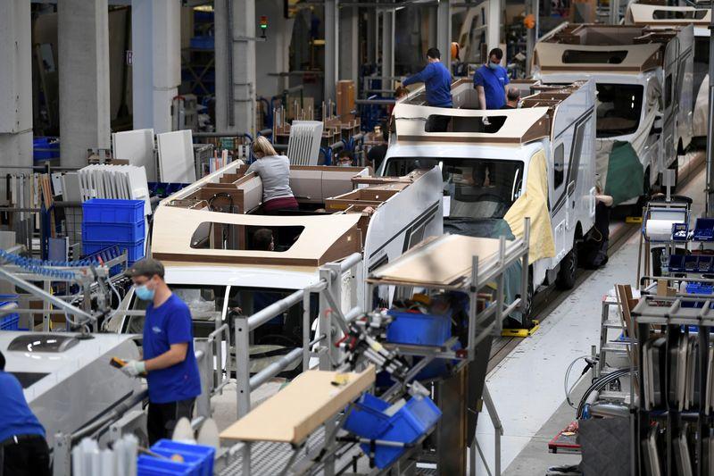 DATOS MACRO- Los pedidos de la industria alemana aumentan un 1,2% mensual en febrero, en línea con lo previsto