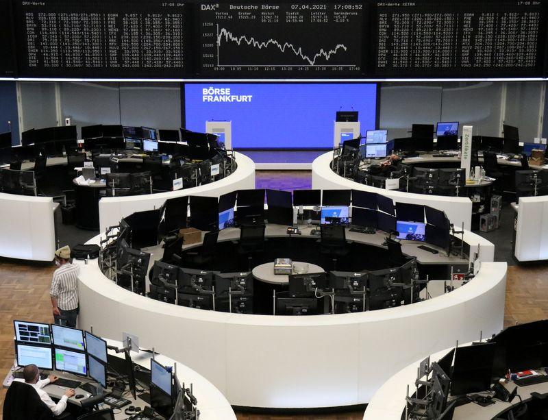 Европейские акции обновили рекордные максимумы, в лидерах - горнорудный сектор