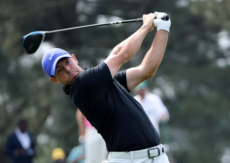 McIlroy hits father with errant shot at Masters