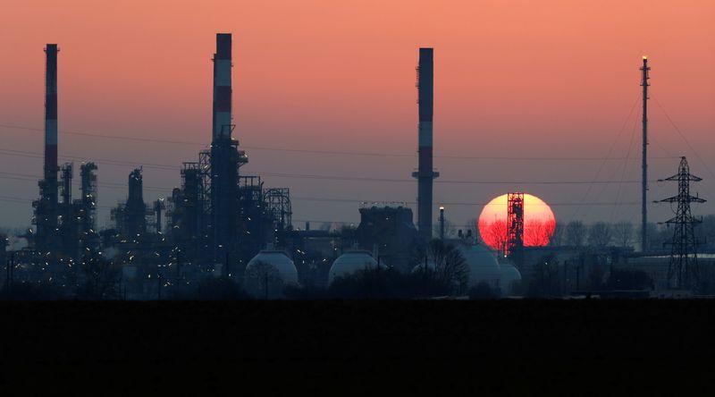 Oil edges up on weak dollar; investors weigh rising supplies, demand outlook
