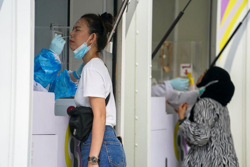 Los casos del virus en todo el mundo superan los 133,54 millones y las muertes alcanzan las 3.031.357