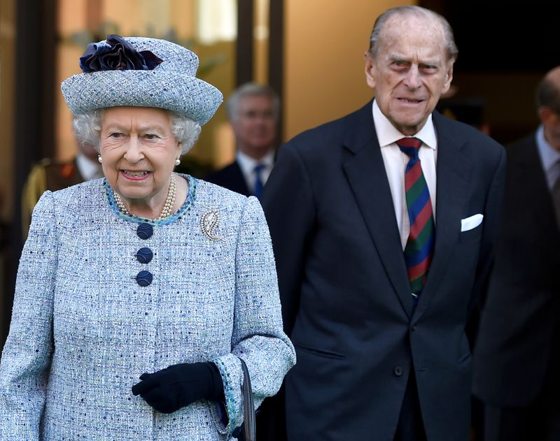 Despite loss of husband, little sign Queen Elizabeth will abdicate
